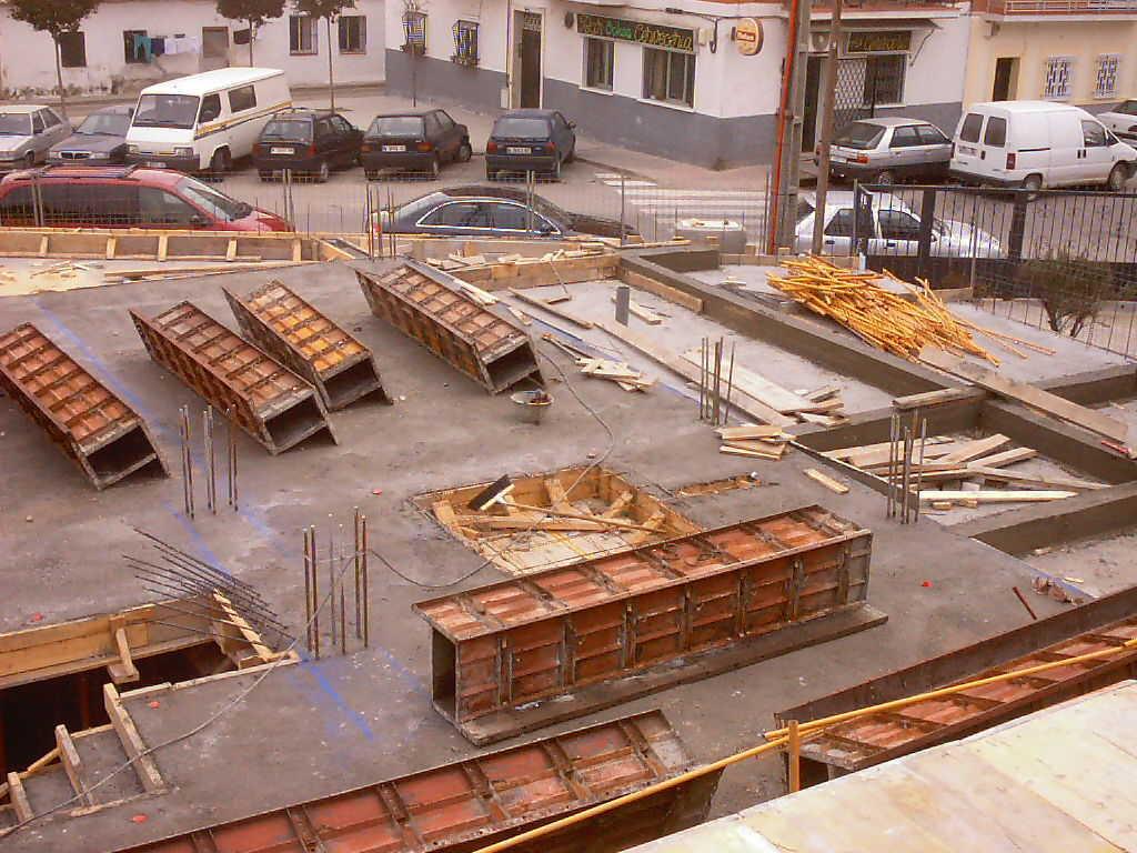 Bloque de 16 viviendas y garaje, c/ Saturno 59 (Madrid)</br></br> 2003</br></br><h4>Cliente: Mª Ángeles Crespo</h4>