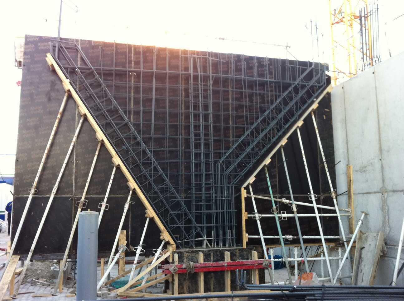 Bloque de 81 viviendas VPPL, garajes y local comercial en el Ensanche de Vallecas (Madrid)</br></br> 2012</br></br> <h4>Cliente:Carme Pinós y Pedro Morales</h4>