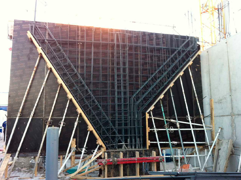 Bloque de 81 viviendas VPPL, garajes y local comercial en el Ensanche de Vallecas (Madrid)</br></br> 2012</br></br> <h4>Cliente:Carme Pinós</h4>